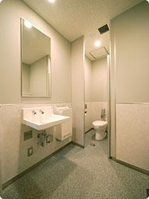 洗面台・個室(大便器ブース) / 男子トイレ